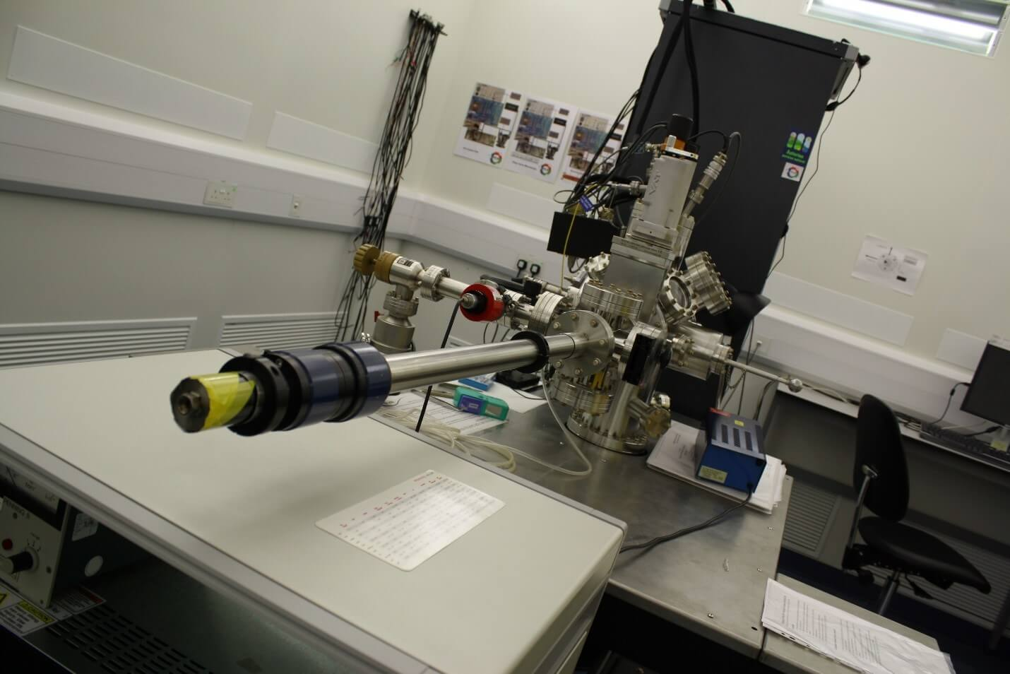 Ultra high Vacuum Scanning Probe Microscope at NPL